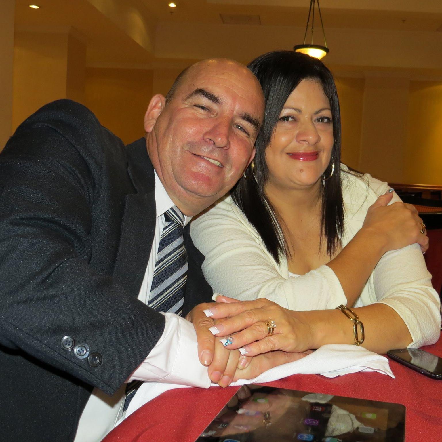 Adrian y Carmen Nuñez